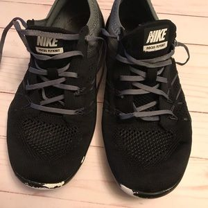 Women's Nike focus flyknit shoes size 10